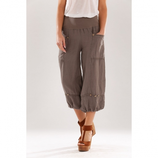 Linen 3/4 Trouser with Button Detail